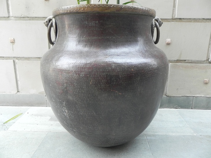 Vintage bronze planter - 25.5 x 25 inches