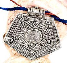 Trendy Wear Silver Aluminum Metal  Pentagon Shape Pendant Necklace