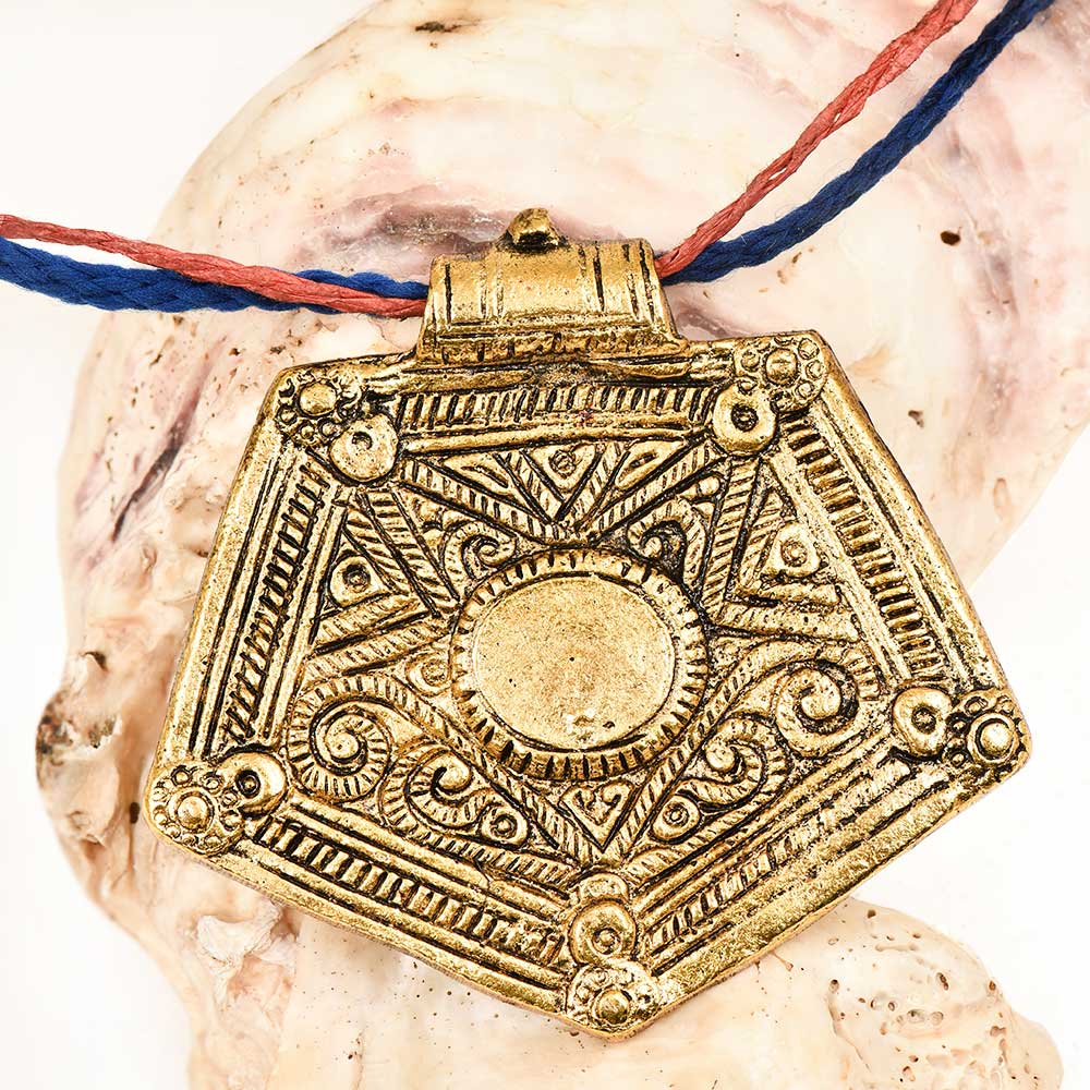 Trendy Wear Golden Aluminum Metal  Pentagon Shape Pendant Necklace
