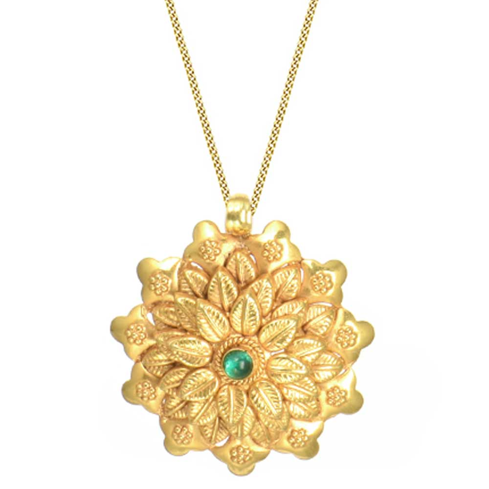 18 Karat Gold Pendant Pretty Flower With Green Onyx Centre