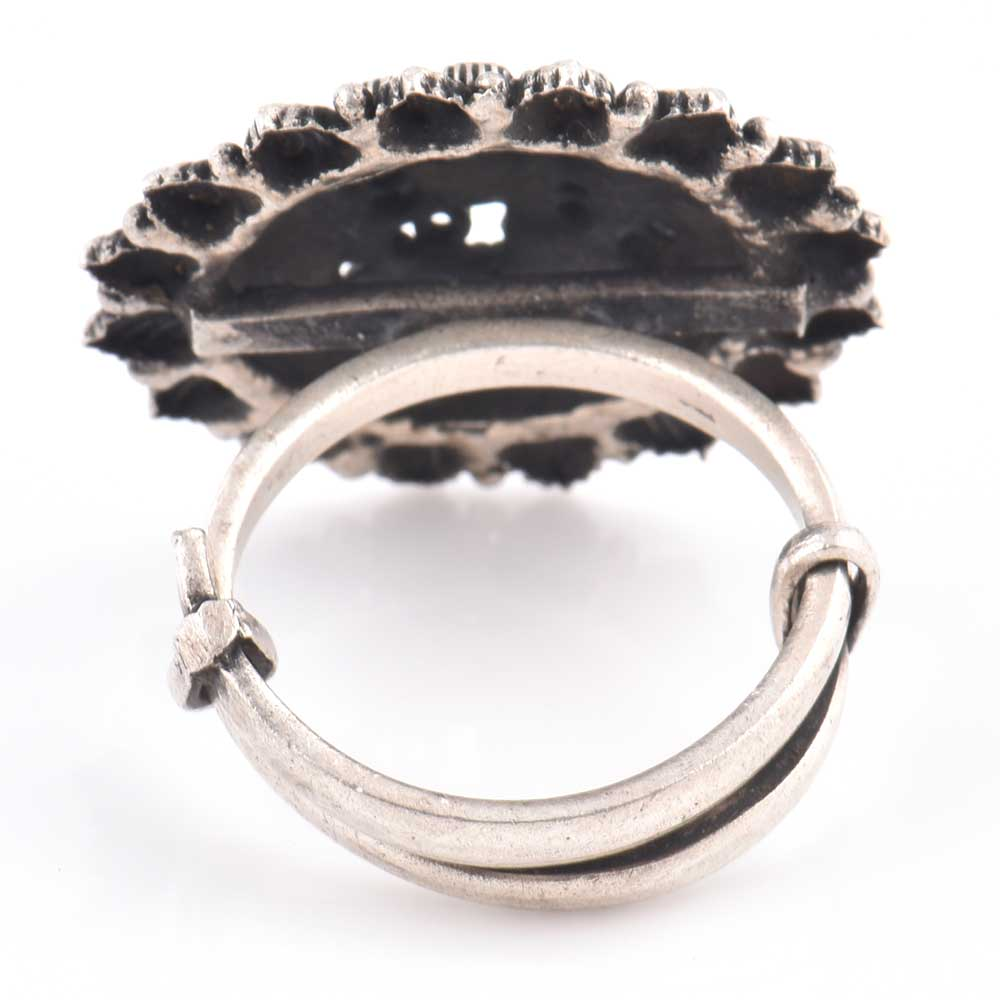 Oxidized 95.5 Sterling Silver Ring With Conch Motifs Patterned Leaves on the Border (Free Size)