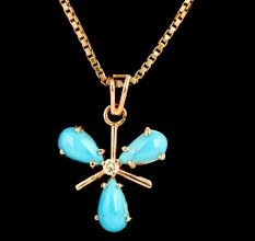 18 K Gold Pendant With 3 Petal Turquoise Stones And Diamond In Centre